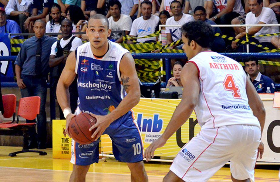 alex garcia bauru basquete