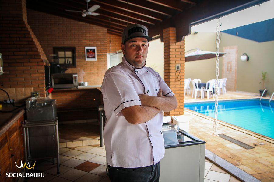 Por conta do desemprego, Lucas Henrique viu a possibilidade de cozinhar para fora