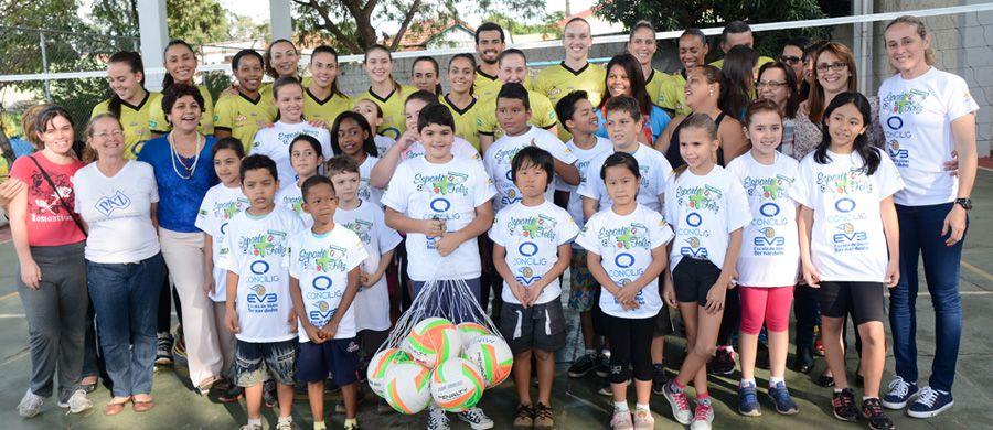 """Atletas do Concilig Vôlei Bauru visitam crianças do projeto social """"Esporte  Mais Feliz"""" d8a0b4c99919d"""