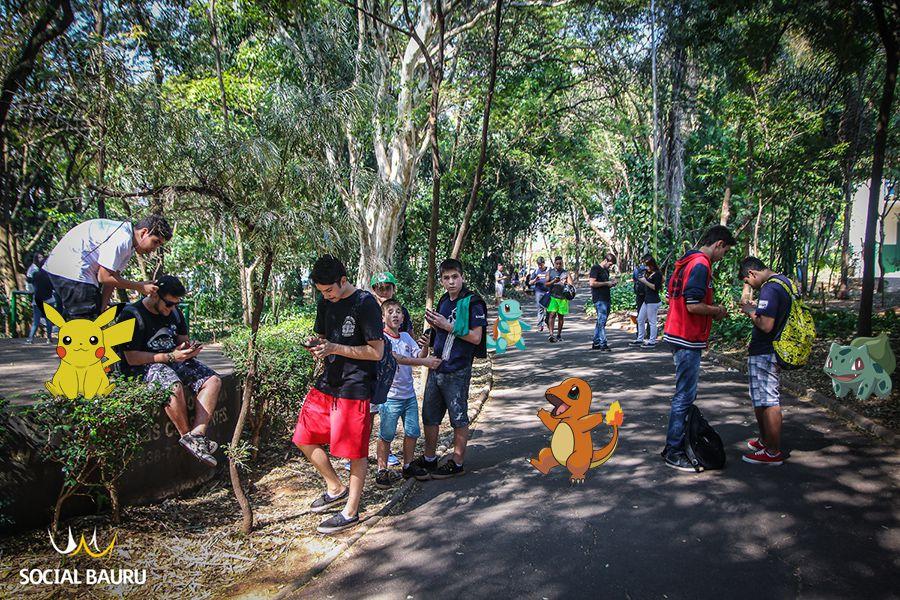 """Bosque da Comunidade lotado de """"mestres pokémon"""" na tarde desta segunda-feira (08)"""