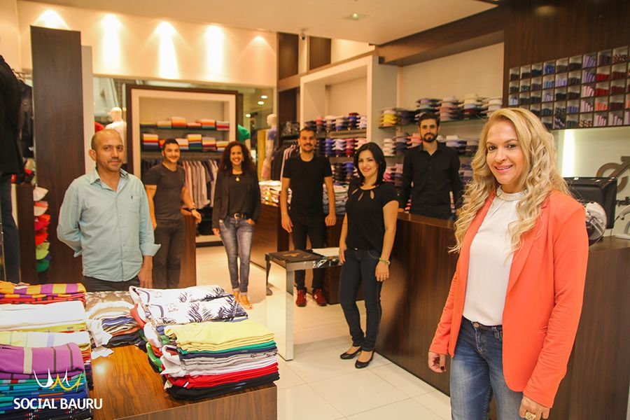 Iza Bosso e sua equipe, na loja Estivanelli do Bauru Shopping