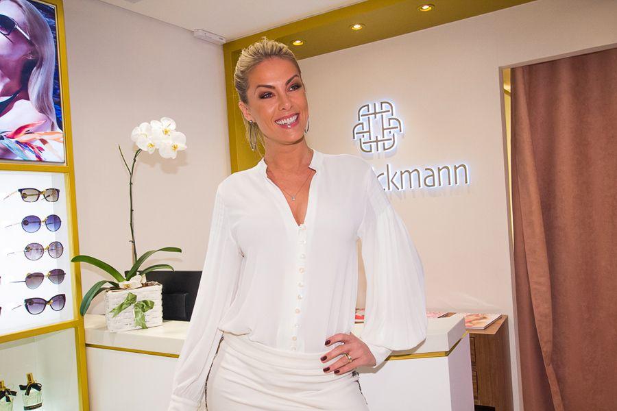 A loja Ana Hickmann conta com coleções desenvolvidas pela própria modelo e  apresentadora cd2e794550
