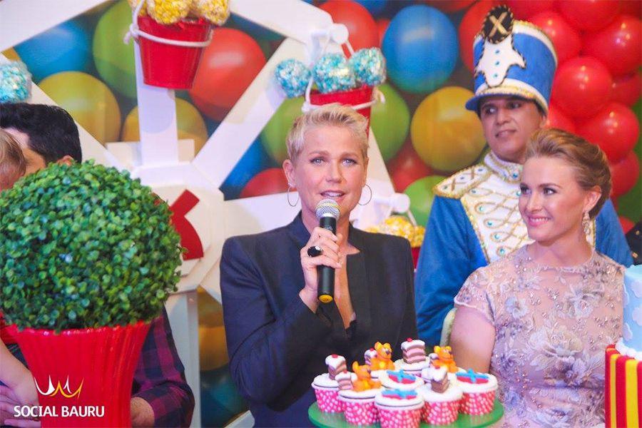 Xuxa, ao lado da empresária Bruna Camolese na inauguração da Casa X em Bauru