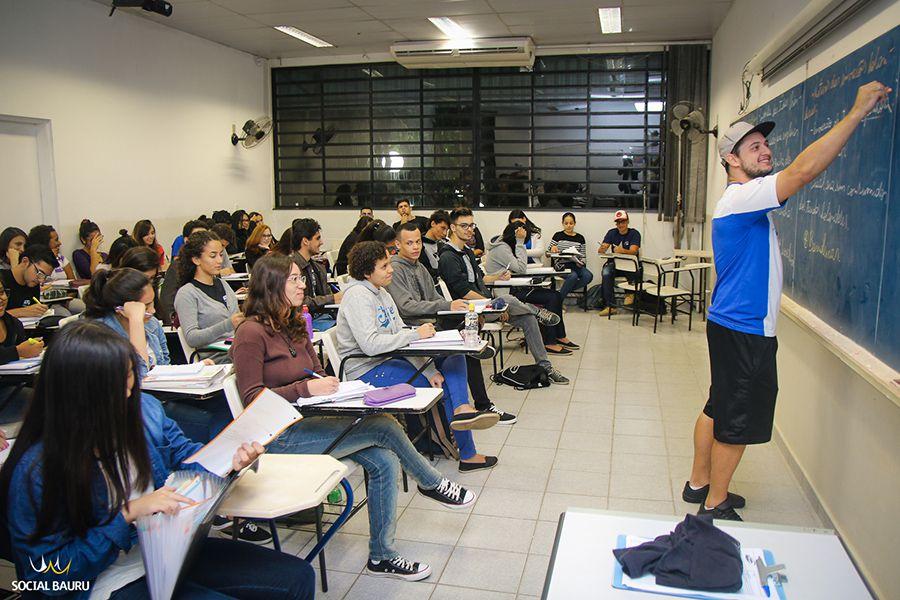 Rodrigo estuda engenharia elétrica na Unesp e dá aulas de matemática no cursinho Principia