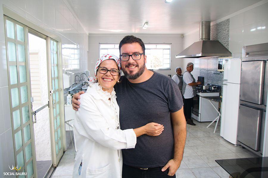 O casal Gisele e  Rodrigo são os proprietários da Ouro Nutry, em Piratininga
