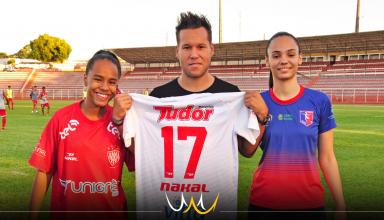 treinador Élton Carvalho com duas revelações do projeto. Paola vai integrar o time do Norusca e Stela, que passou a ser sub-18, foi aprovada em teste do Palmeiras