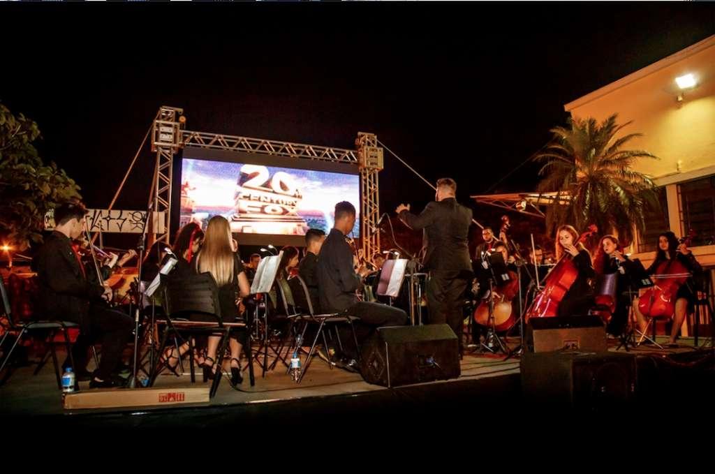 'Orquestra de Câmara Santa Cruz' se apresentando
