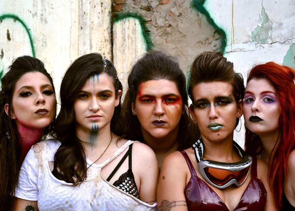 A banda Gum Pop, de estilo próprio e único, destaca-se cantando grandes sucessos do pop de uma forma inovadora