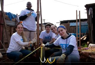 TETO é uma ONG que presta auxílio a comunidades carentes e promove o engajamento comunitário em diversas cidades da América Latina, inclusive Bauru.