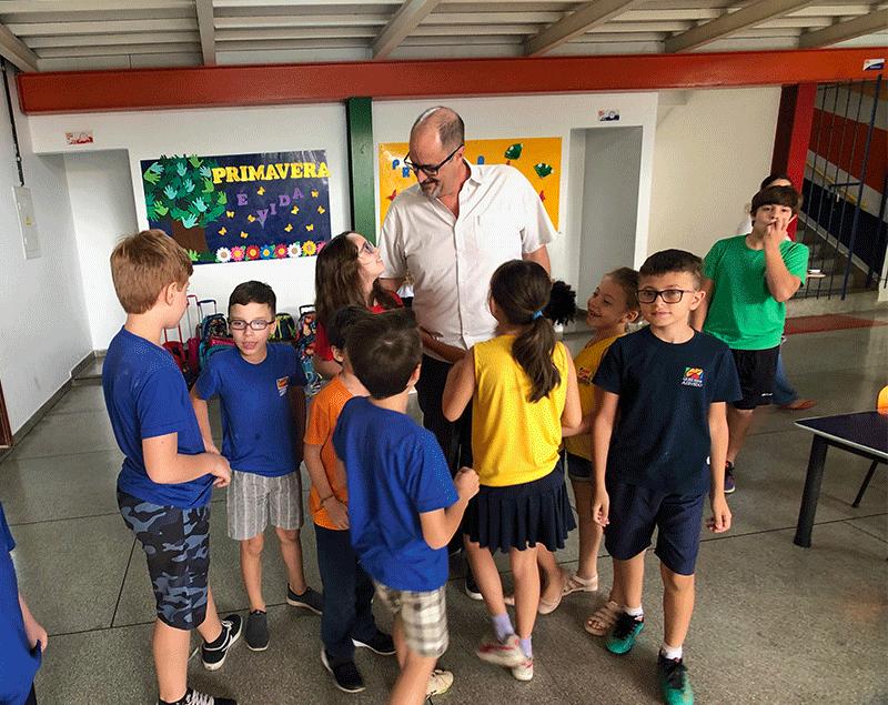 Fundado em 1925, a escola Guedes de Azevedo, adotará, em 2020, o material Pueri Domus, e, com ele, o ensino bilíngue integrado a todas as matérias.