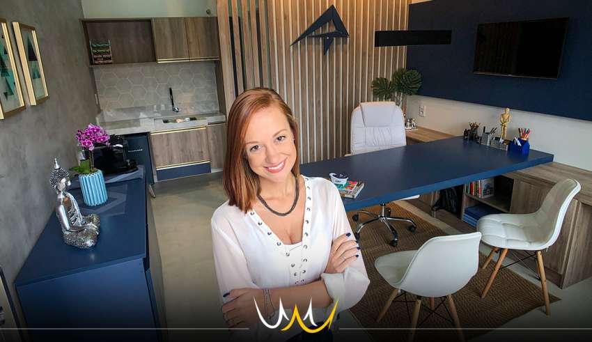 A arquiteta Aline Turini, após cinco anos no mercado, realizou, com a ajuda dos pais e amigos, o sonho de abrir seu próprio escritório em Bauru.