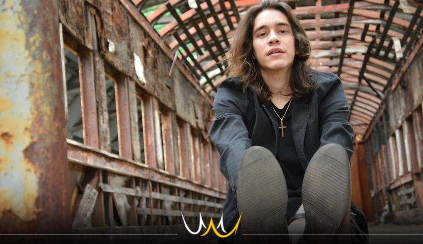 """Com apenas 20 anos, Genaro Magri consagrará o lançamento de seu primeiro álbum """"Isso também passa"""" com um show no Teatro Municipal, no dia 7 de outubro."""