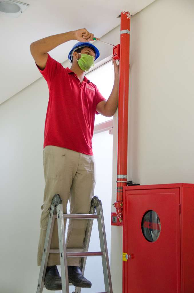 AVCB na mão - proteção contra incêndios